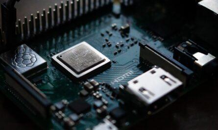 Elektrické součástí prezentují elektrotechnický průmysl.