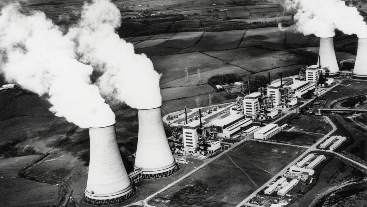 Jaderná elektrárna Temelín na historickém leteckém snímku.